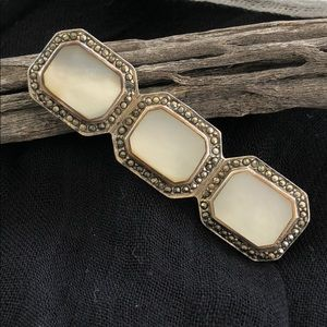 Jewelry - Mother of Pearl Pin